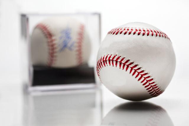 Autographed Baseball Sports Memorabilia